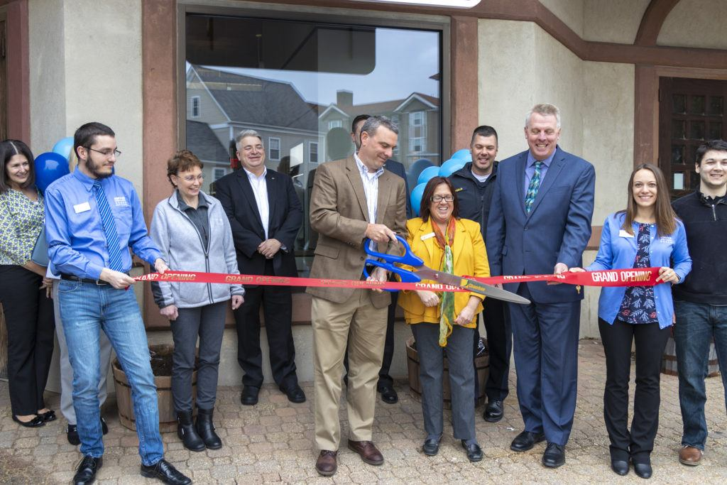 Service Credit Union cuts ribbon at Laconia, NH branch