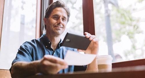 Man depositing check online